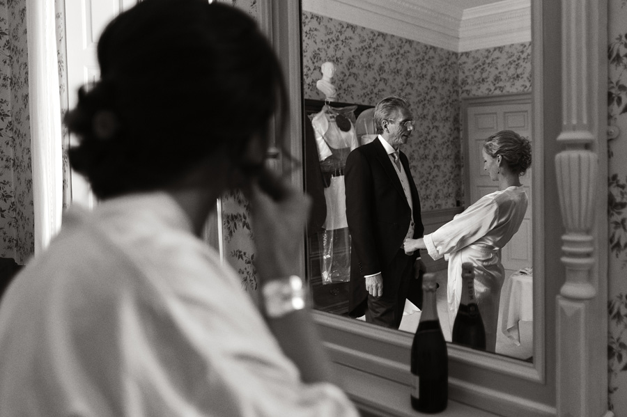 Father and sister of the bride in mirror