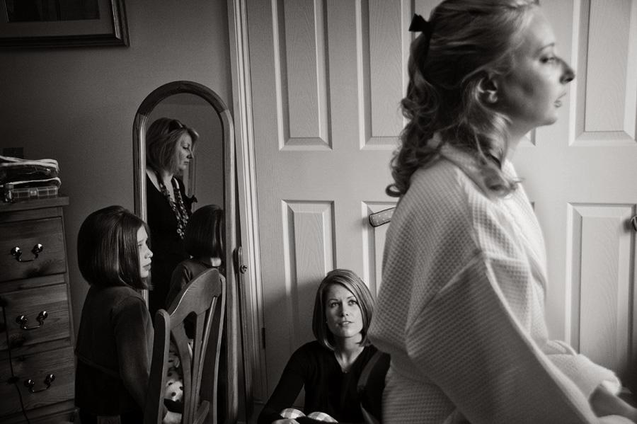 Mirror reflection during bridal preparations